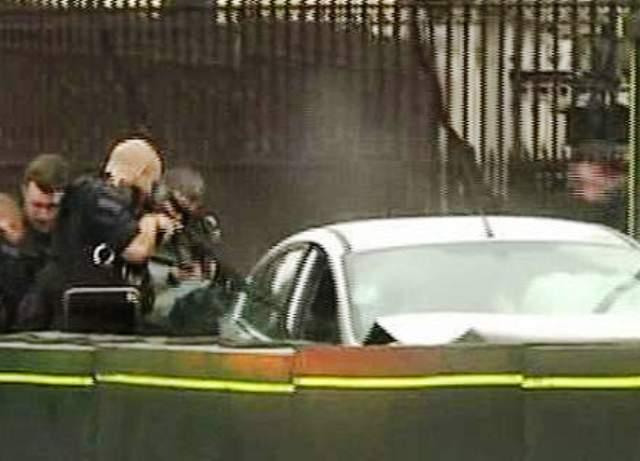 251f15f50cd8 Ως τρομοκρατική επίθεση αντιμετωπίζει η βρετανική αστυηνομία το περαστατικό  με το αυτοκίνητο που έπεσε πάνω σε περαστικούς και στη συνέχεια στις ...